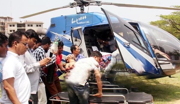 বিয়ানীবাজারে আহত সাকেরকে হেলিকপ্টারযোগে ঢাকায় প্রেরণ