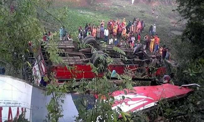 গোপালগঞ্জে বাস খাদে পড়ে আটজন নিহত