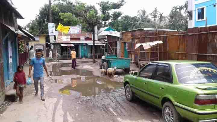 সুনামগঞ্জের হাট বাজার গুলোতে পানি,কাদাঁ : দূর্ভোগে জনসাধারন