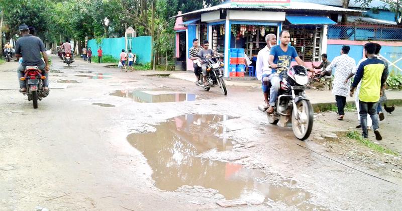 সুনামগঞ্জের বাদাঘাট-শক্তিয়ারখলা সড়কে দূর্ভোগে জনসাধারন