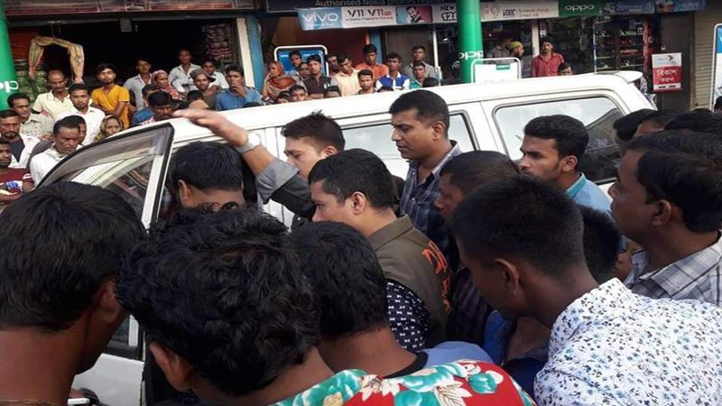 জাফলংগে মাদক ব্যবসায়ীর দা'র কোপে ডিবি পুলিশ আহত : আটক দুই