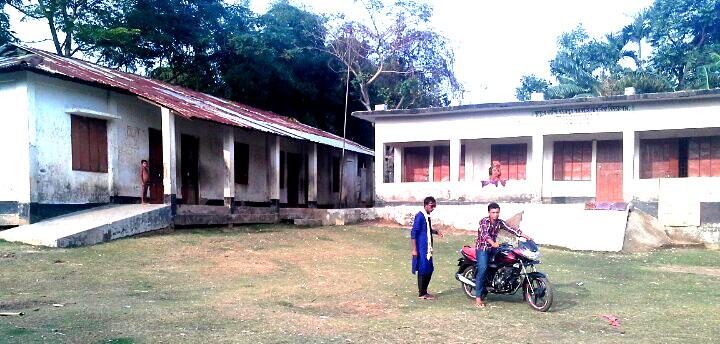 তাহিরপুরে স্কুল শিক্ষিকার বিরুদ্ধে তথ্য গোপন করে সরকারী চাকুরীর অভিযোগ