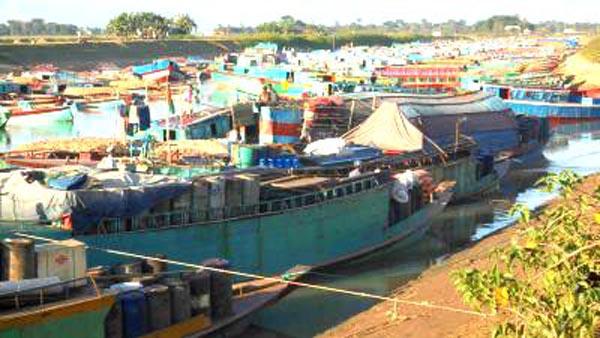 সুনামগঞ্জের বৌলাই নদীতে আটকা পড়েছে ৪শতাধিক বলগেট,ক্ষতির মুখে ব্যবসায়ীরা