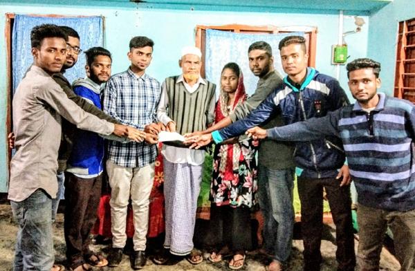 অসুস্থ্য লিমাকে সরকারি কলেজের বিবিএস ফাইনাল বর্ষের শিক্ষার্থীদের সাহায্য-প্রদান