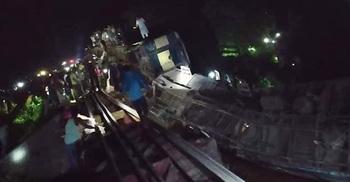কুলাউায় ট্রেন দুর্ঘটনা: হচ্ছে যাত্রীদের মালামাল চুরি
