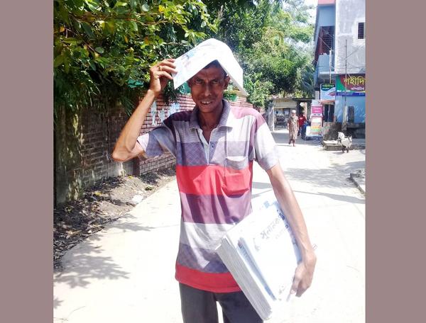 জগন্নাথপুরে পত্রিকা বিক্রেতা নিকেশের দুর্দিন