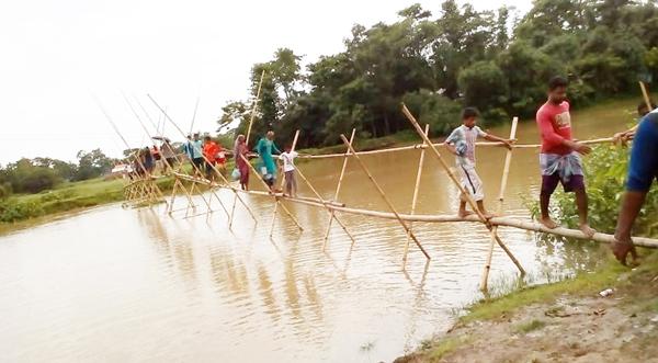 জগন্নাথপুর পৌর শহরে দীর্ঘ বাঁশের সাঁকো: জন ভোগান্তি চরমে