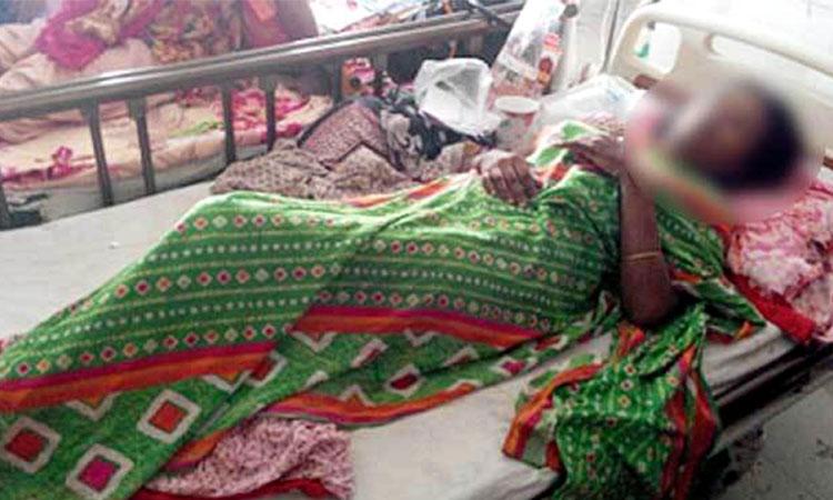 গোপনাঙ্গের ভেতর সুই-সুতা রেখেই সেলাই: যন্ত্রণায় ছটফট করছেন প্রসূতি