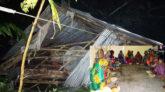 ঘূর্ণিঝড় বুলবুলের আঘাতে লন্ডভন্ড ভোলা, আহত ৮: ঘরছাড়া মানুষের রাতের খাবার খিচুড়ি