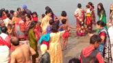 নিষেধাজ্ঞা অমান্য করে হবিগঞ্জে পুণ্যস্নান