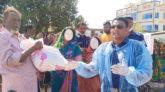 গোলাপগঞ্জে বেদে পল্লীতে পুলিশের খাদ্যসামগ্রী বিতরণ