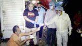 ভাসমান মানুষদের নিজ হাতের রান্না করা খাবার দিলেন সুনামগঞ্জের সাবেক শামছুন্নাহার
