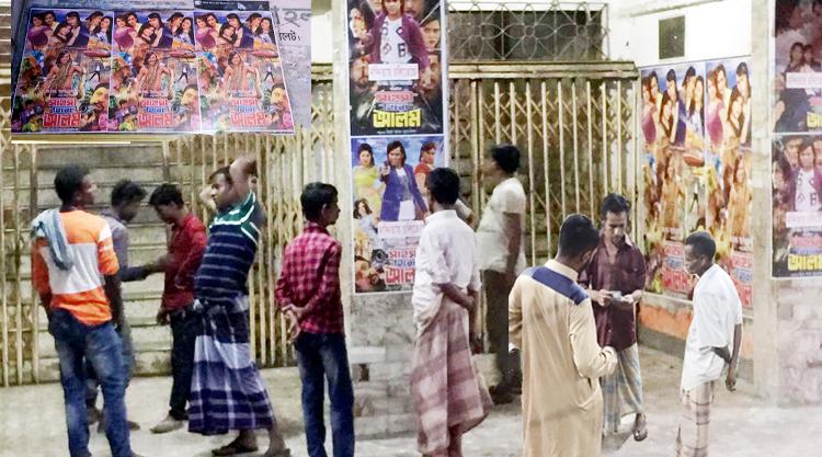 নন্দিতায় চলছে দর্শকদের প্রিয় সিনেমা 'সাহসী হিরো আলম'