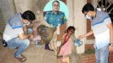 গভীর রাতে খাবার নিয়ে অসহায় মানুষের পাশে মানবিক ওসি জাকির