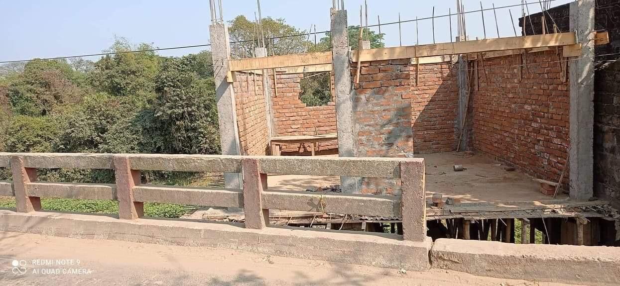 সালুটিকরে সরকারি খালে নির্মাণাধীন ঘর উচ্চেদ